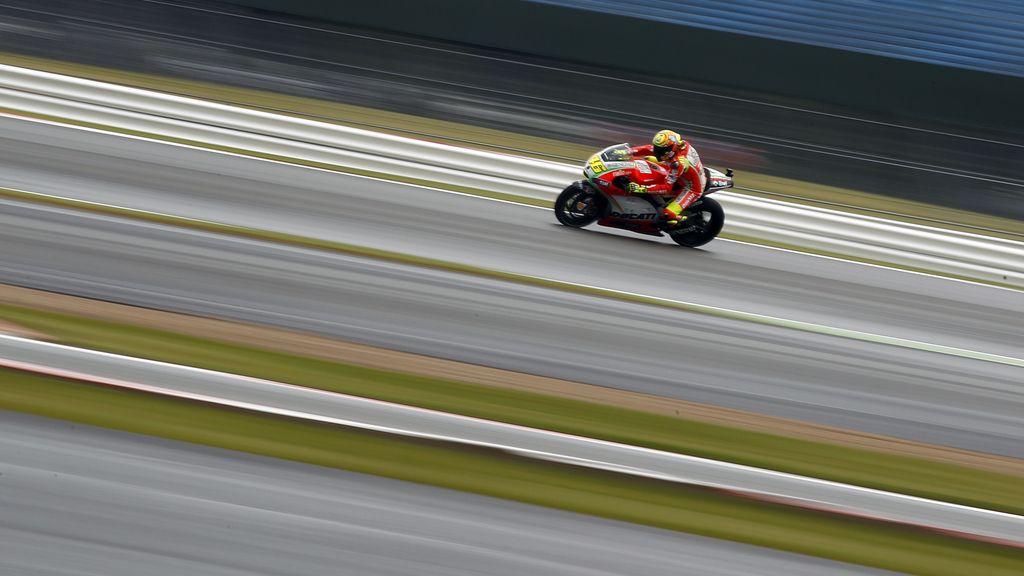 Valentino Rossi marcó el mejor crono del entrenamiento bajo la lluvia