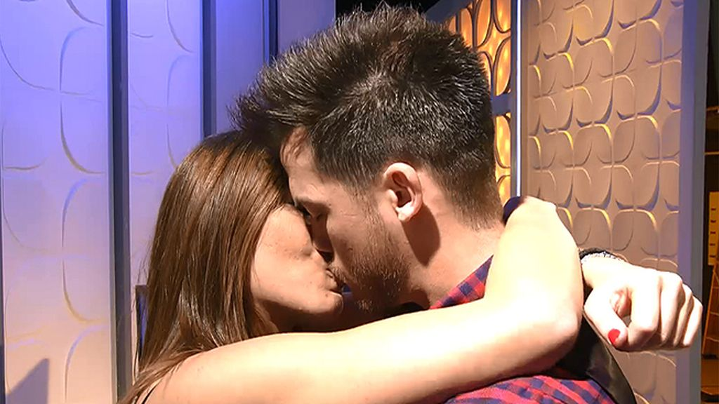 """Andrea y Xavi se reconcilian con un beso y un """"ni se te ocurra irte de aquí"""""""