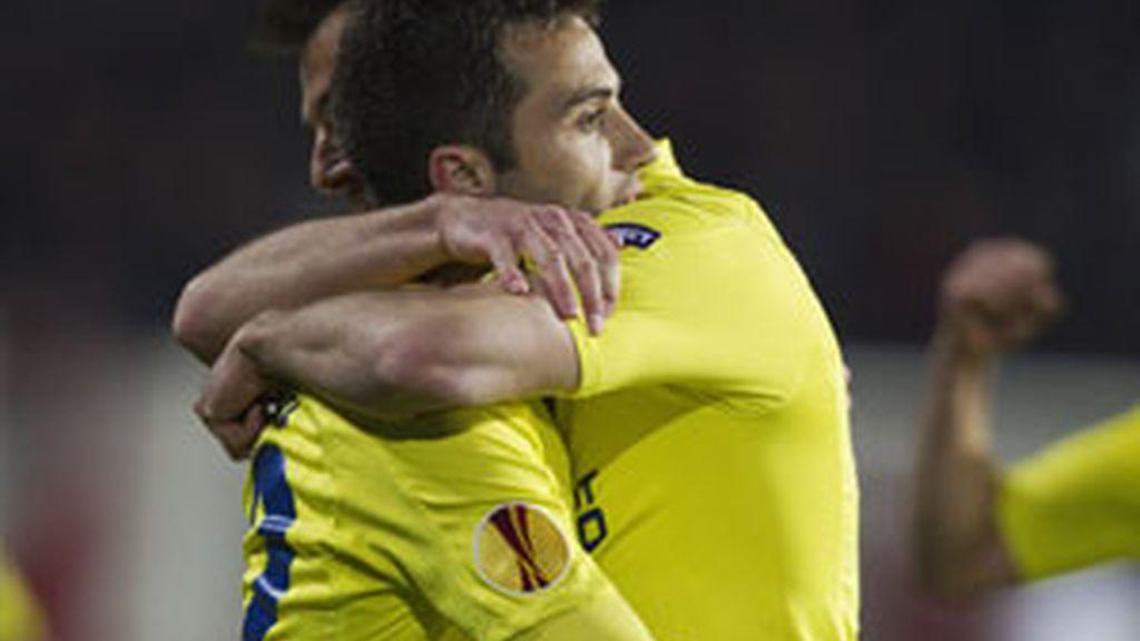 Marchena abraza a Rossi. Foto: Reuters