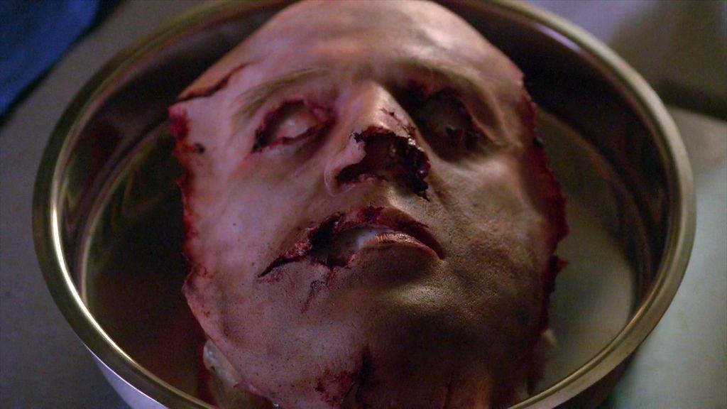 El asesino puso una careta humana en la víctima con el rostro de otra persona