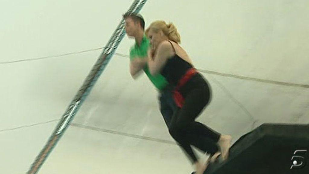 Rosa Benito se entrena para su salto en helicóptero en 'Supervivientes'