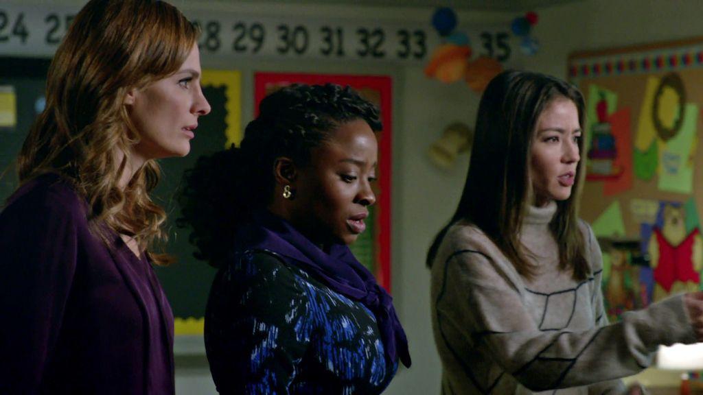 Beckett, encerrada con otras mujeres en un aula como la de Castle