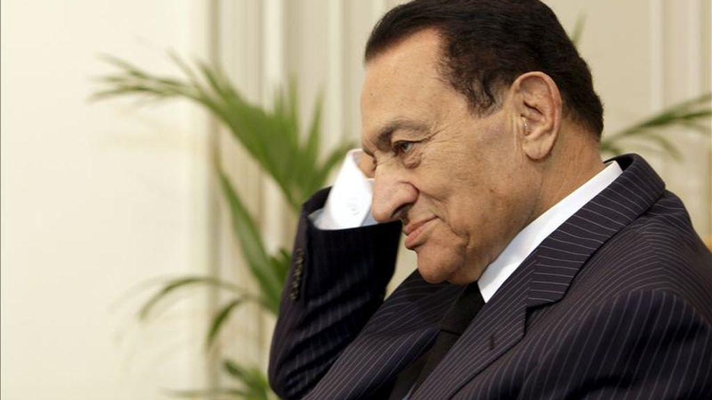 Foto de archivo del 22 de enero de 2011 que muestra al depuesto presidente egipcio Hosni Mubarak en El Cairo, Egipto. EFE/Archivo