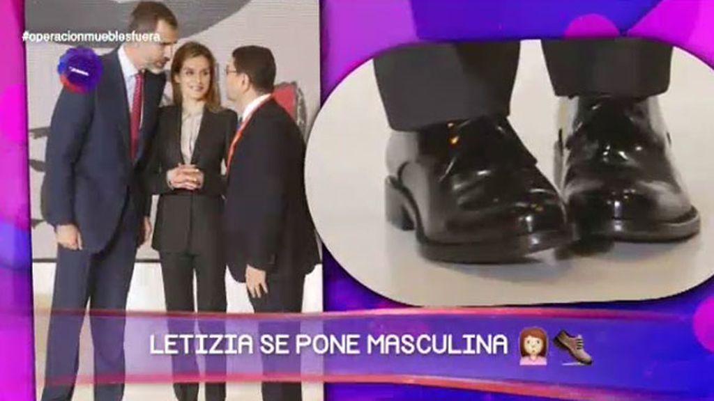 Traje de chaqueta y zapatos planos: El 'outfit' más masculino de Letizia