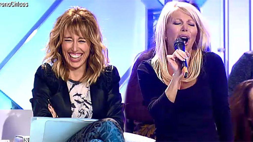 Emma se parte de risa con Raquel
