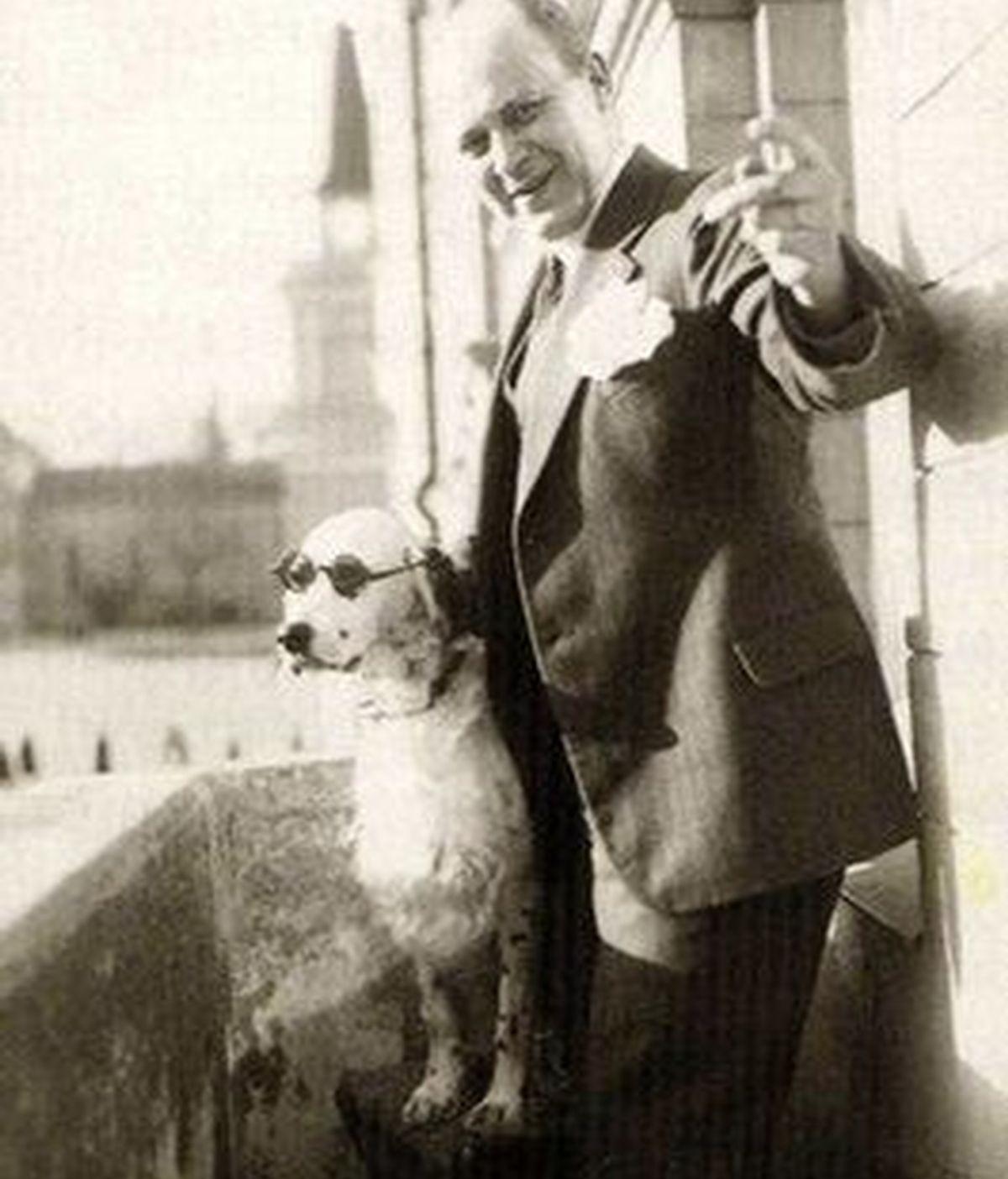 Jackie con su dueño, el empresario Tor Borg en una foto sin fecha. Foto AP