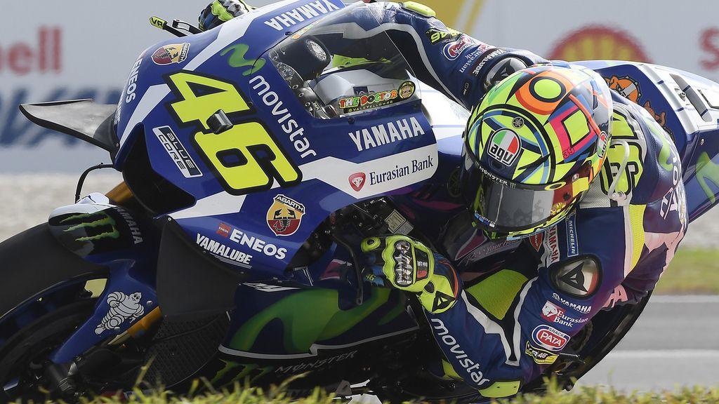 Rossi da una lección de cómo pilotar en agua: ¡Vaya exhibición del italiano!