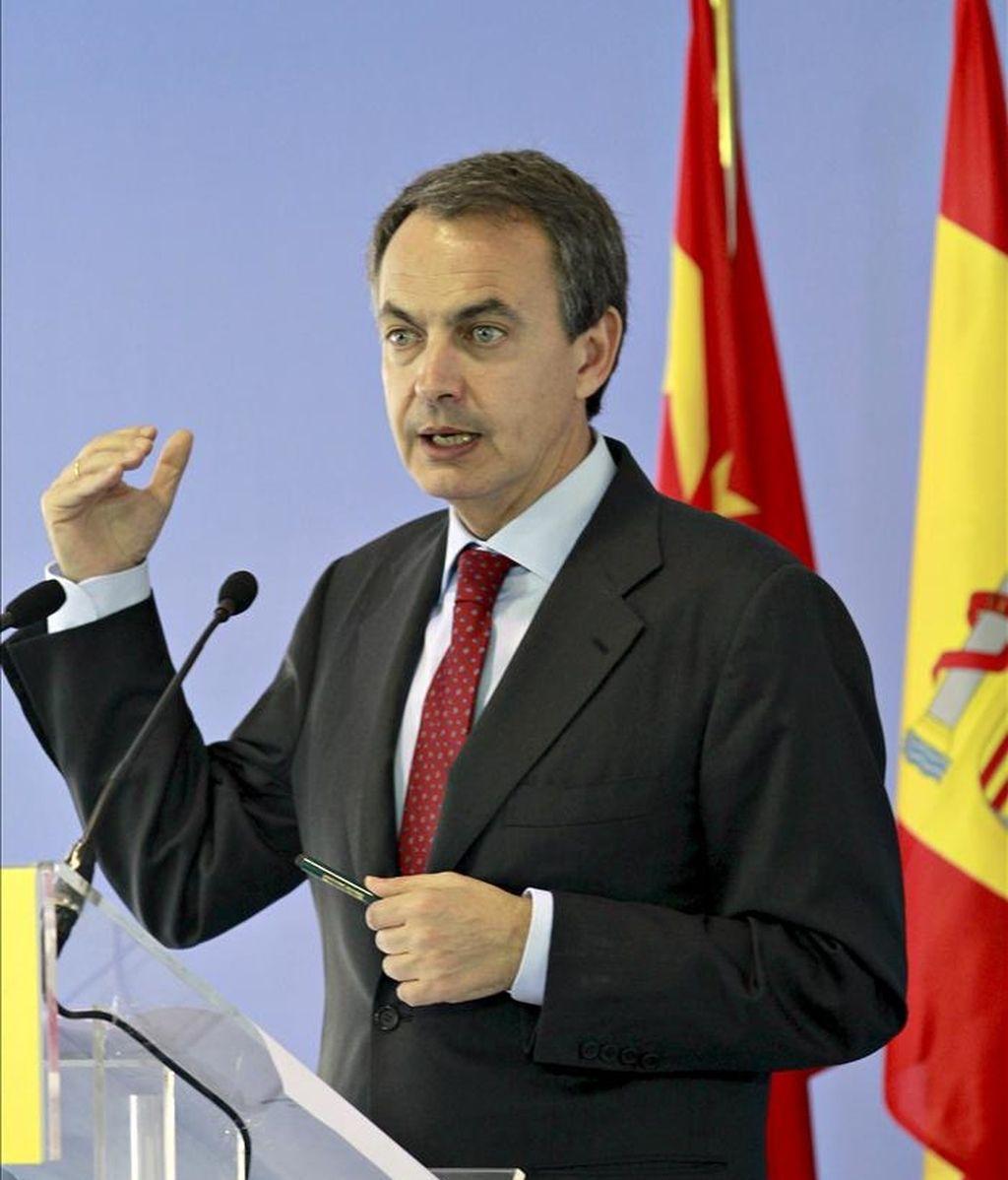 En China no ha habido compromisos concretos, pero Zapatero sí ha escuchado el interés del gigante asiático de invertir en España. Vídeo: Informativos Telecinco.