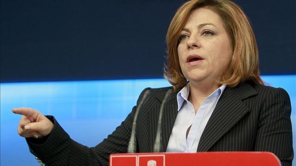 La secretaria de Política Internacional y Cooperación del PSOE, Elena Valenciano, durante la rueda de prensa que ha ofrecido este mediodía en la sede central del PSOE, en Madrid. EFE