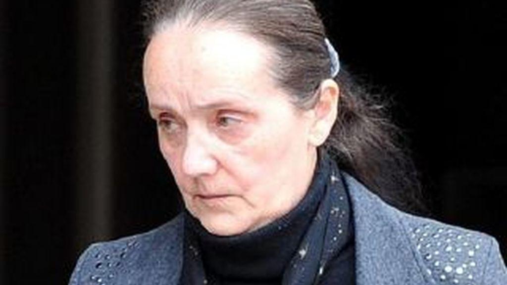 Hazel Maddock, la actriz que trabaja como figurante en una serie de televisión británica a la salida del juzgado de Liverpool. Foto The Telegraph