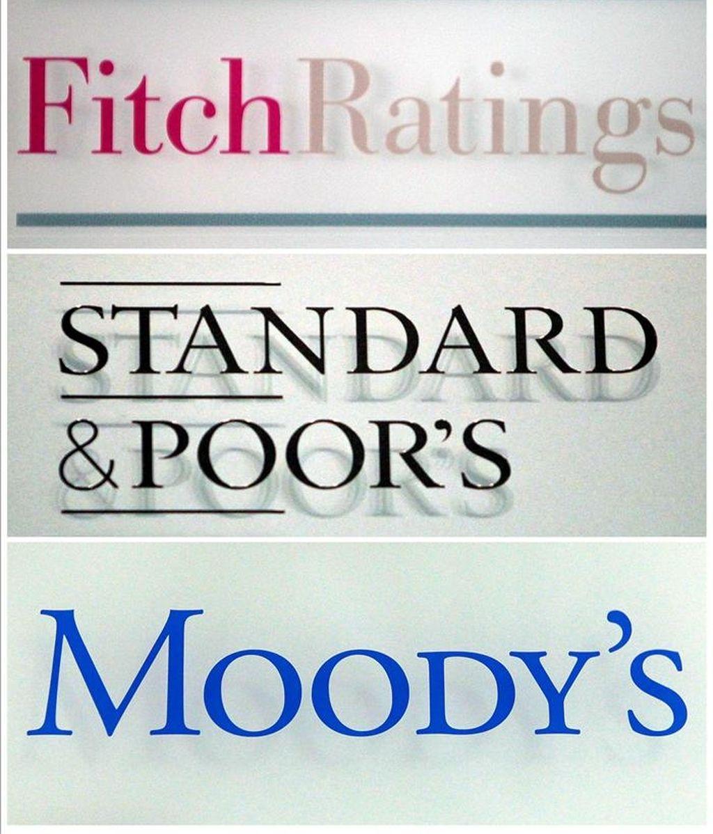 Una fotografía compuesta que muestra los logos de las agencias de medición de riesgos 'Fitch', 'Standard & Poor's' y 'Moody's' que evalúan la capacidad de pago de empresas, bancos y estados. EFE/Archivo