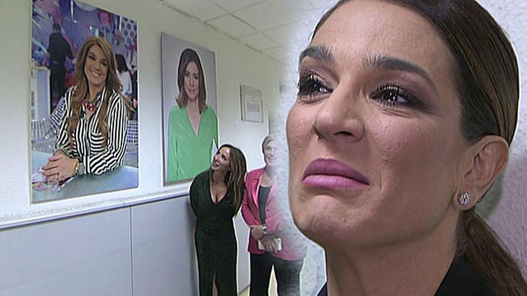 Raquel Bollo se emociona al ver su cara en el pasillo de las personalidades de Mediaset