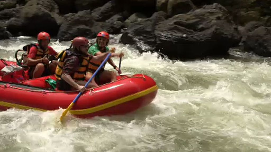 Santiago Segura se atreve con el rafting por el rio Maiting