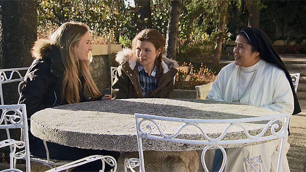 Las hermanas Capdevilla rompen a llorar en su visita al orfanato que tanto les aportó
