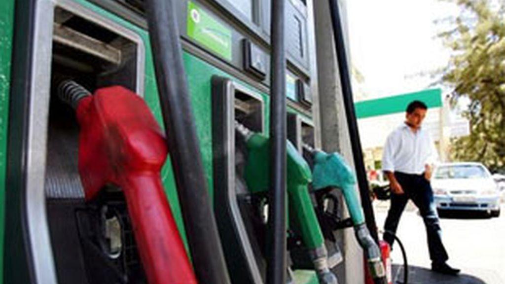 La moderación de los precios de los carburantes ha tirado a la baja del IPC en el quinto mes del ejercicio. FOTO: EFE/Archivo