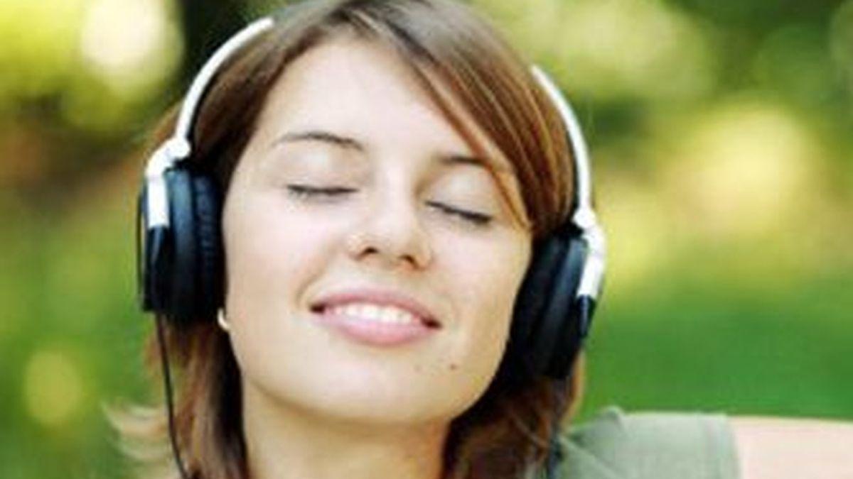 El placer que proporciona escuchar música libera la misma sustancia en el cerebro que las drogas y el sexo.