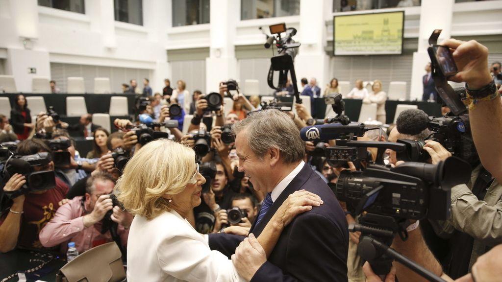 Manuela Carmena, investida alcaldesa de Madrid por mayoría absoluta