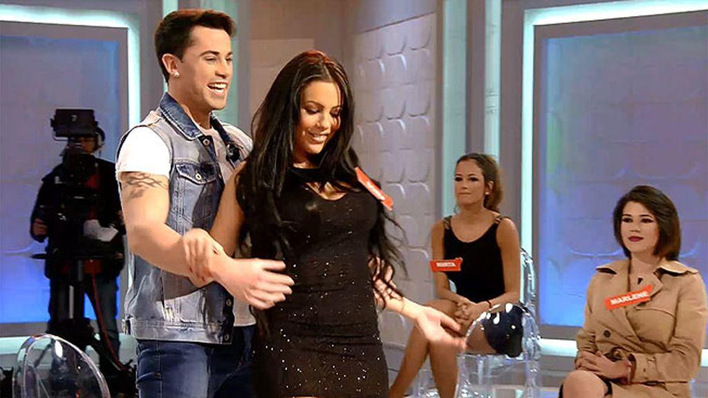 Sonia se lanza e interpreta el videoclip 'Tu cuerpo' que grabó con Diego