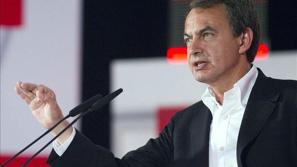 El presidente del Gobierno, José Luis Rodríguez Zapatero, durante su intervención en el acto electoral que los socialistas han celebrado esta tarde en la localidad mallorquina de Inca. EFE