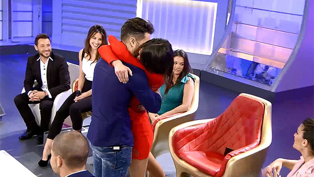 """Hugo con el sobre rojo en la mano: """"Para mí esto tiene un precio, pero irme con Sofía y empezar una vida juntos, no tiene precio"""""""