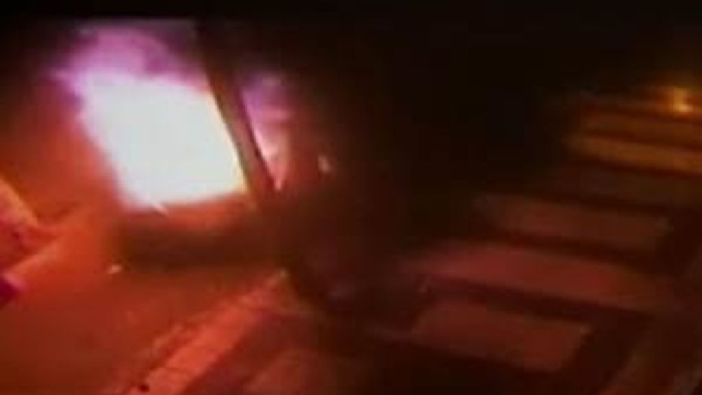Las imágenes, grabadas por una cámara de seguridad. Vídeo: Informativos Telecinco