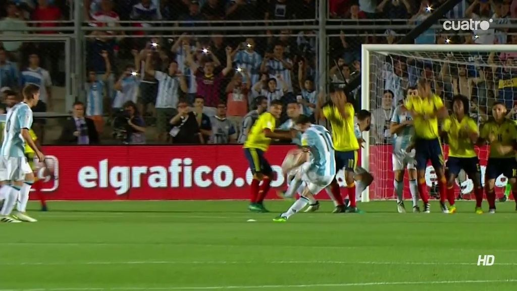 ¡¡GOLAZO!! Messi le quita las telarañas a la portería de Colombia y la grada enloquece
