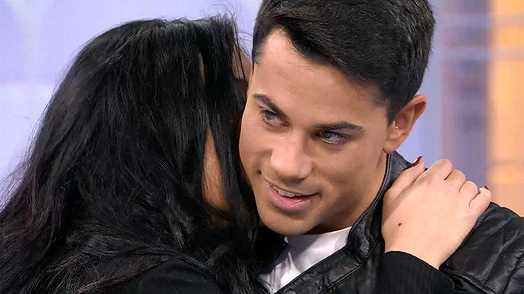 Sonia no besa el cuello tan bien cómo Melani