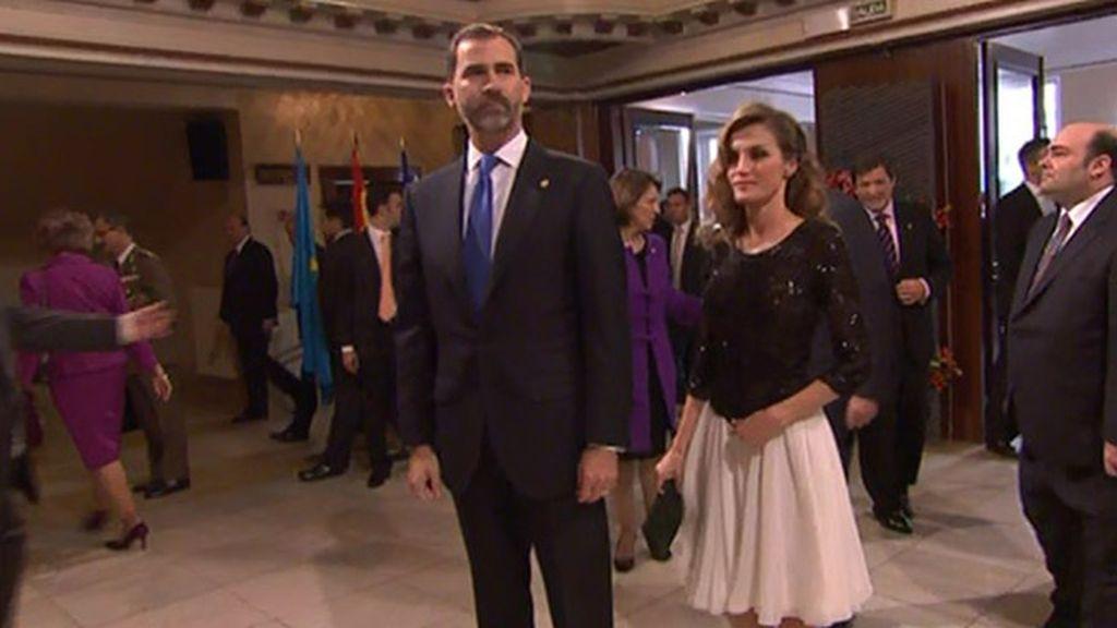 Letizia y Felipe entrando al Teatro Campoamor