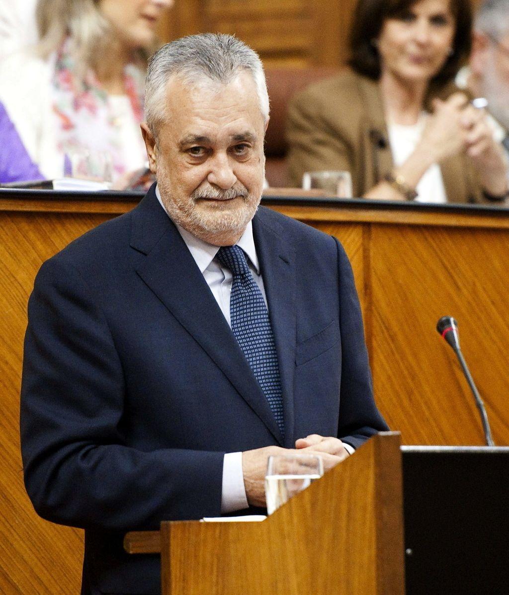 El presidente de la Junta de Andalucía, José Antonio Griñán, durante su comparecencia a petición propia, hoy en el Parlamento andaluz, para dar explicaciones por el caso de los ERE
