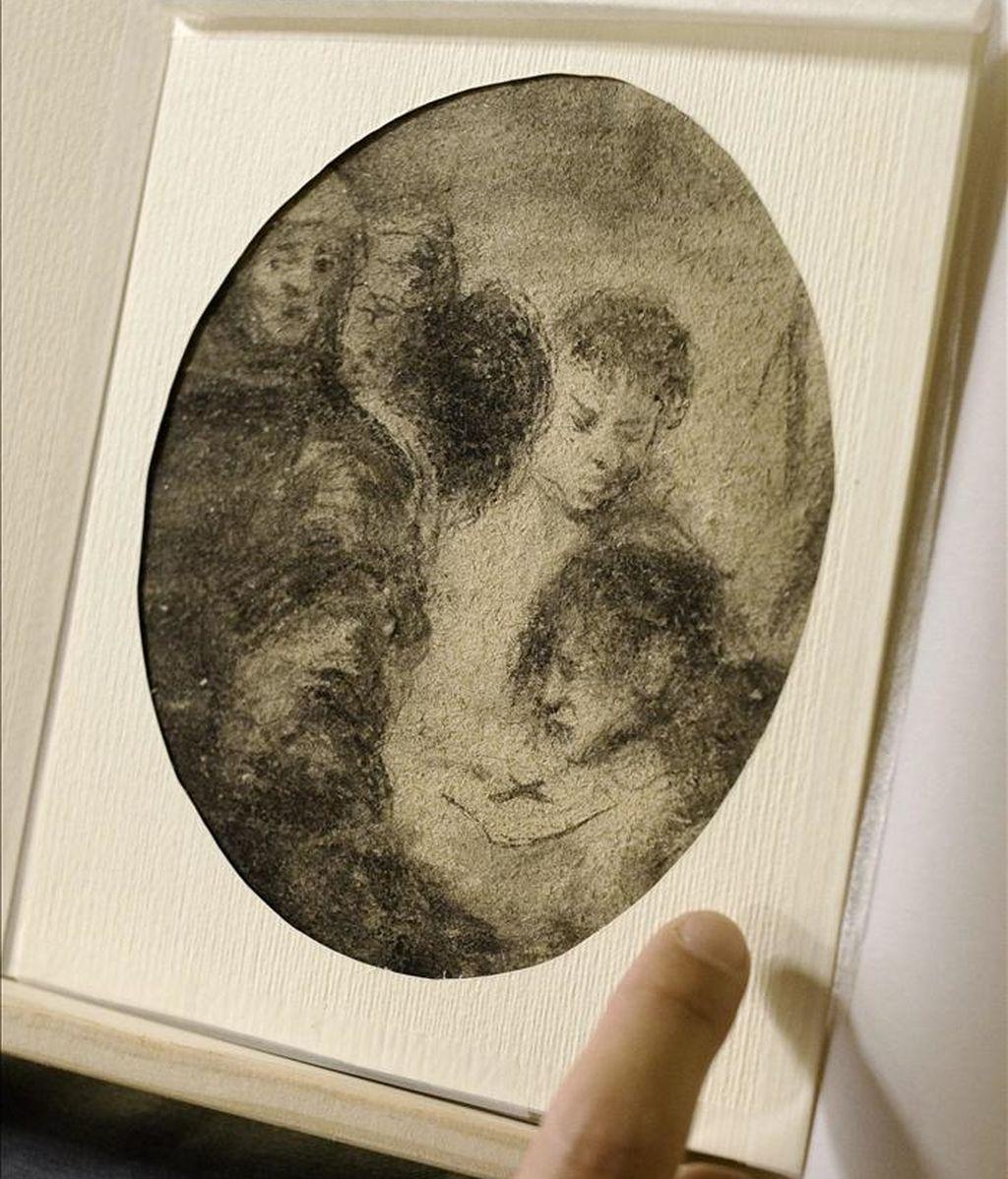 """Vista de la obra """"Escena de la Inquisición"""", de entre 1800 y 1828, atribuida al pintor aragonés Francisco de Goya, que ha sido presentada hoy por la Fundación Rafael Masó en el Ayuntamiento de Girona, procedente de una donación. EFE"""