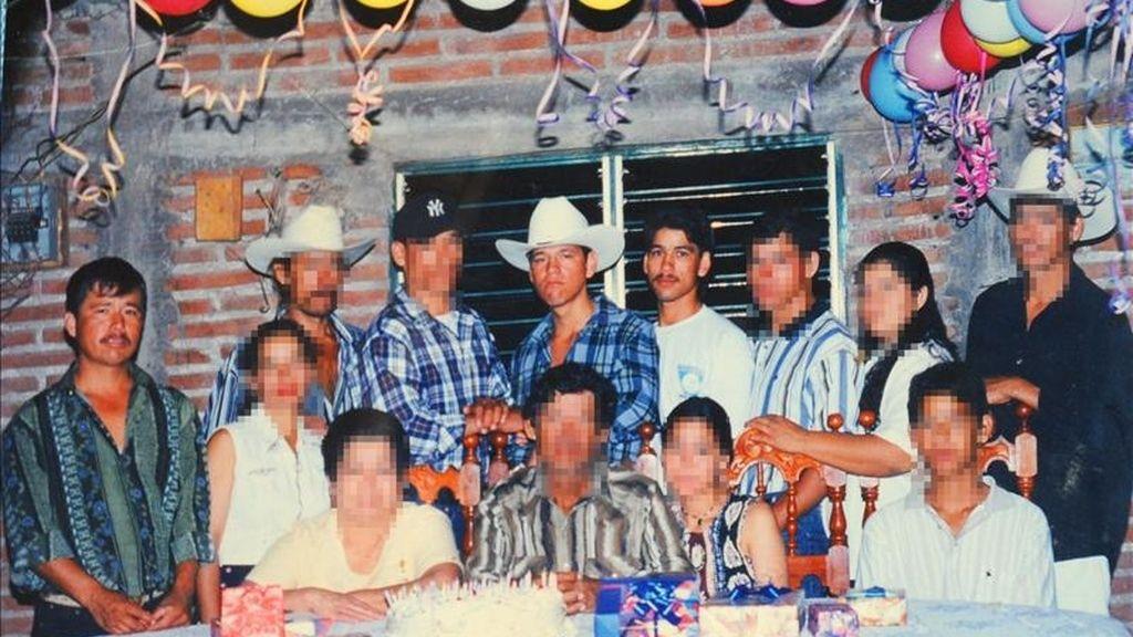 Imagen de archivo de la familia González de la ciudad de Culiacán, en el estado mexicano de Sinaloa donde aparecen los tres mexicanos detenidos en Malasia. EFE/Leo Espinoza/El Debate de Culiacán