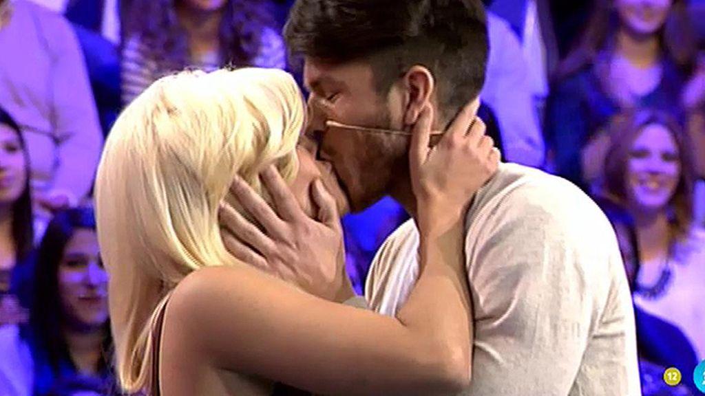 Fede interrumpe a Jordi para besar a Ylenia