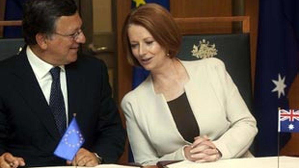 José Manuel Durao Barroso, junto a la primera ministra australiana, Julia Gillard. Foto: Reuters