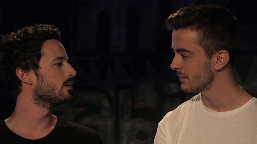 Lucía ve a Néstor y a Lope besándose en el 'Micro abierto'