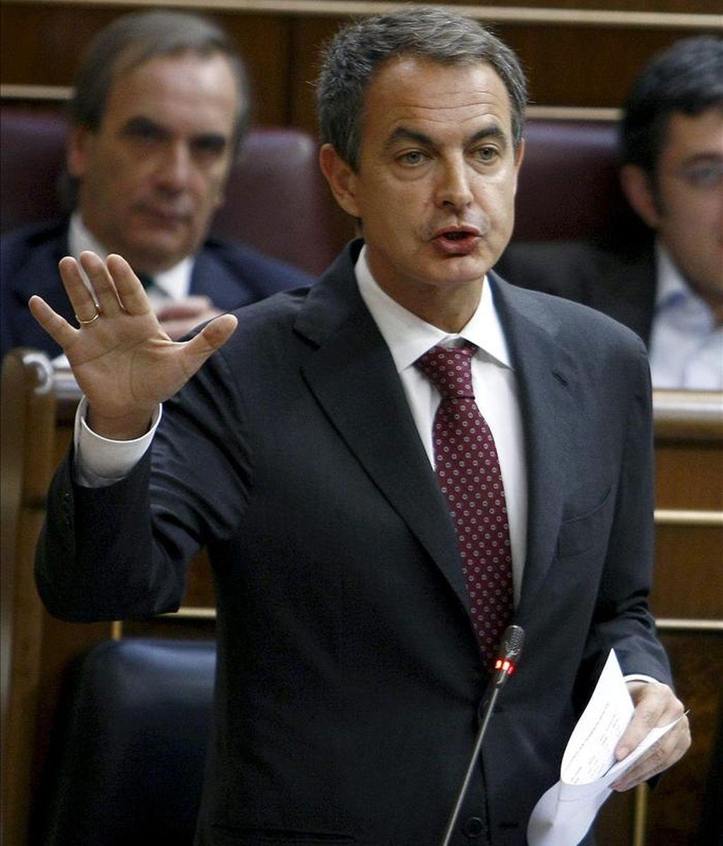 El presidente del Ejecutivo, José Luis Rodríguez Zapatero, durante una de sus intervenciones en la sesión de control al Gobierno del Pleno del Congreso. EFE