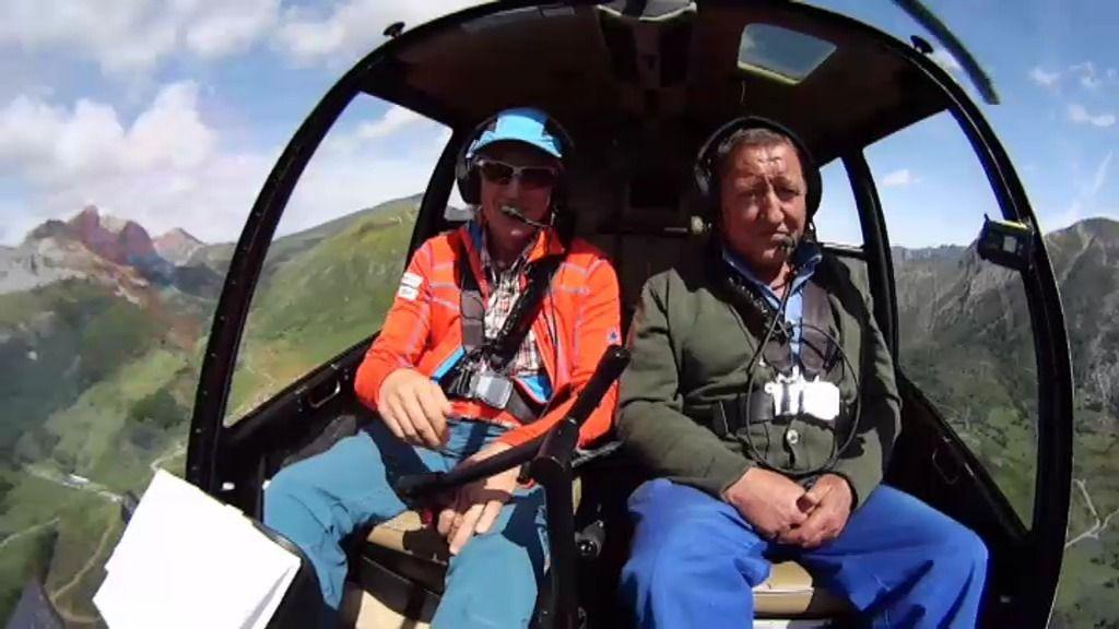 A Toño le ablanda sobrevolar Somiedo en helicóptero junto a Jesús Calleja