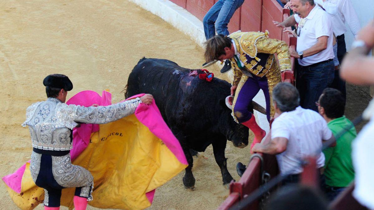 Momento de la cogida de El Cordobés en Cádiz