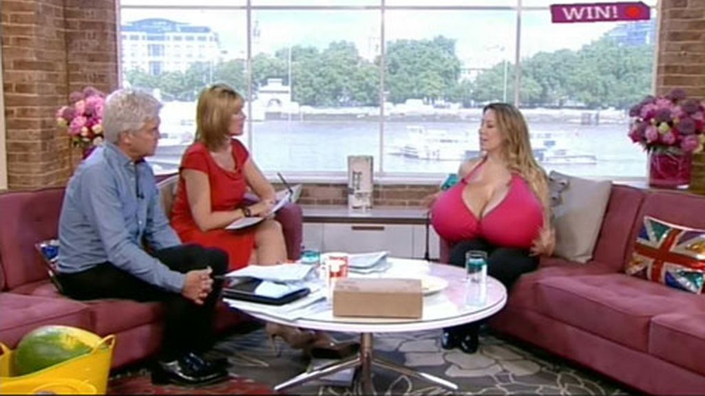 La mujer con los pechos más grandes