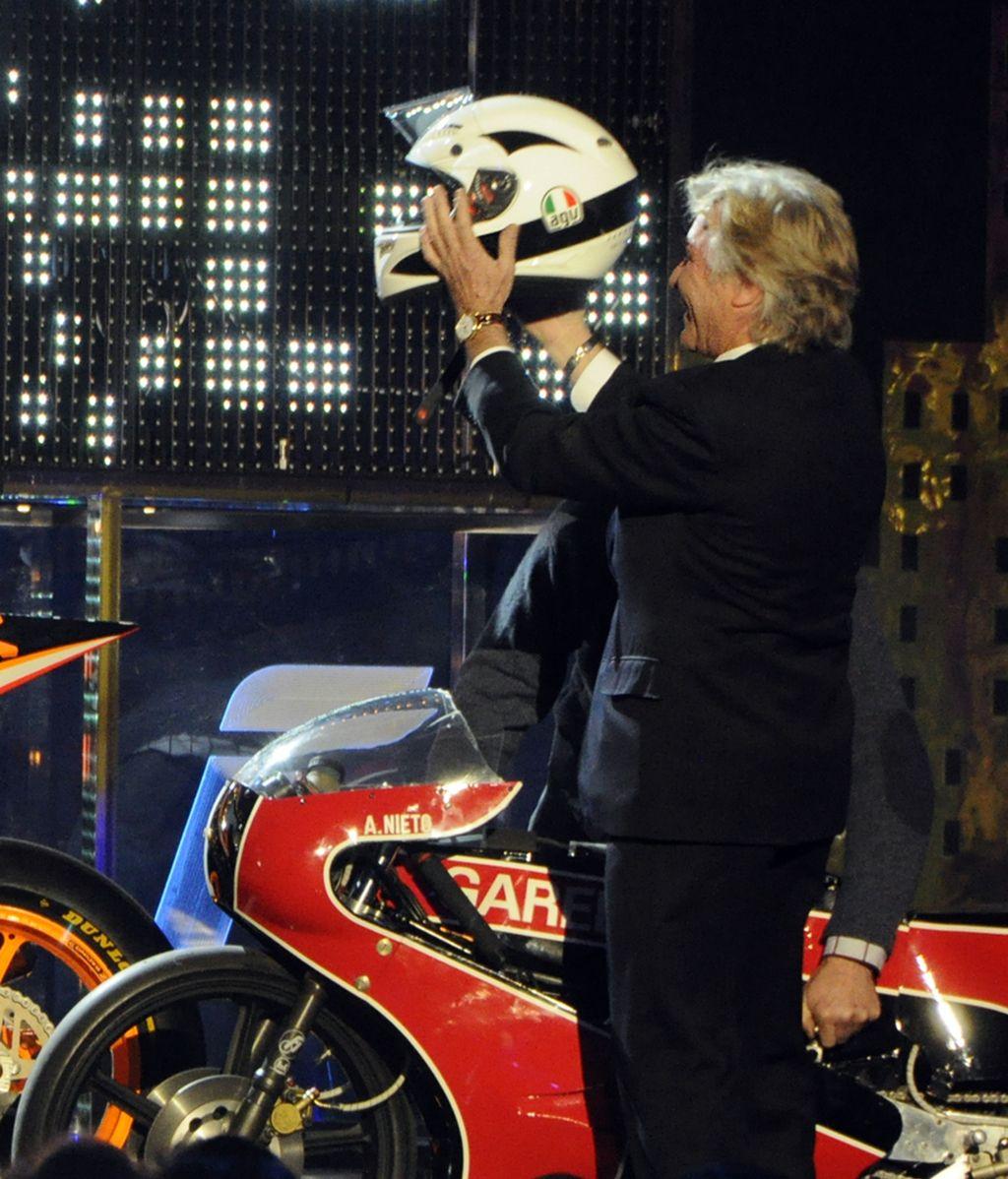Ángel Nieto acudió al acto con sus históricas motos