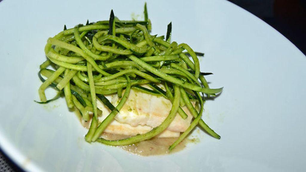 Pez Mantequilla con Cebolla y Trufa con Espaguetis de Calabacín