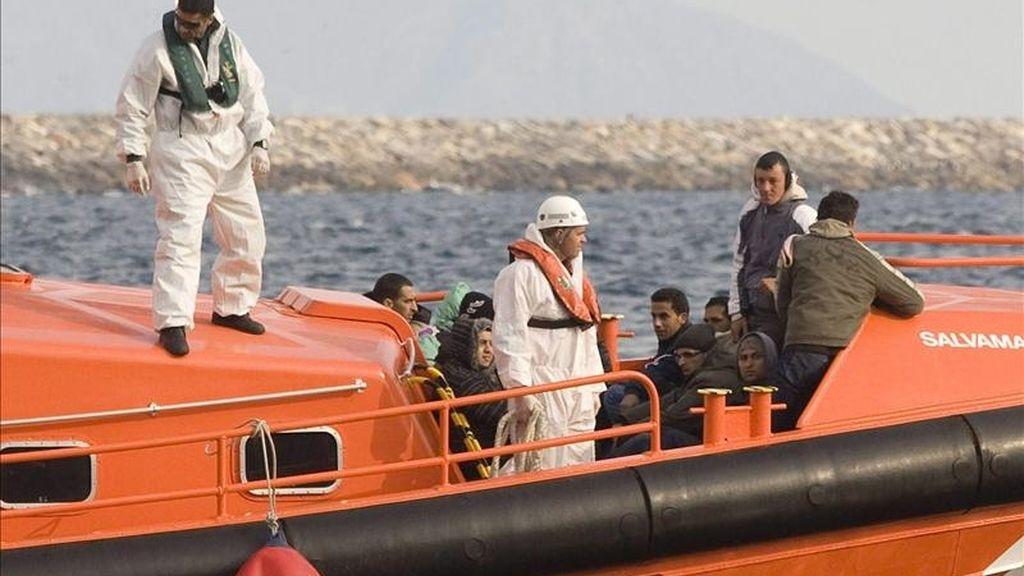 Llegada a puerto un grupo de inmigrantes irregulares. EFE/Archivo