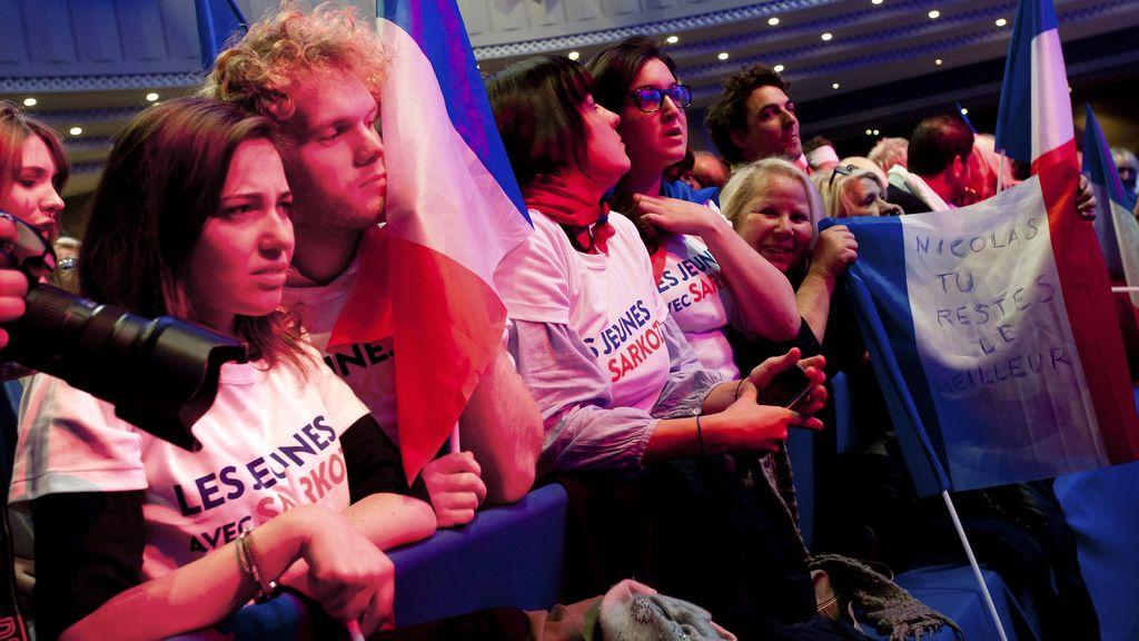Seguidores de Sarkozy esperan los resultados del escrutinio
