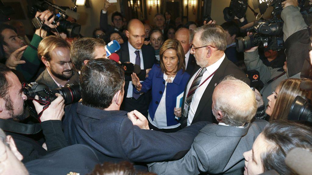 Tensión entre Ana Mato y la prensa en un acto en el Senado