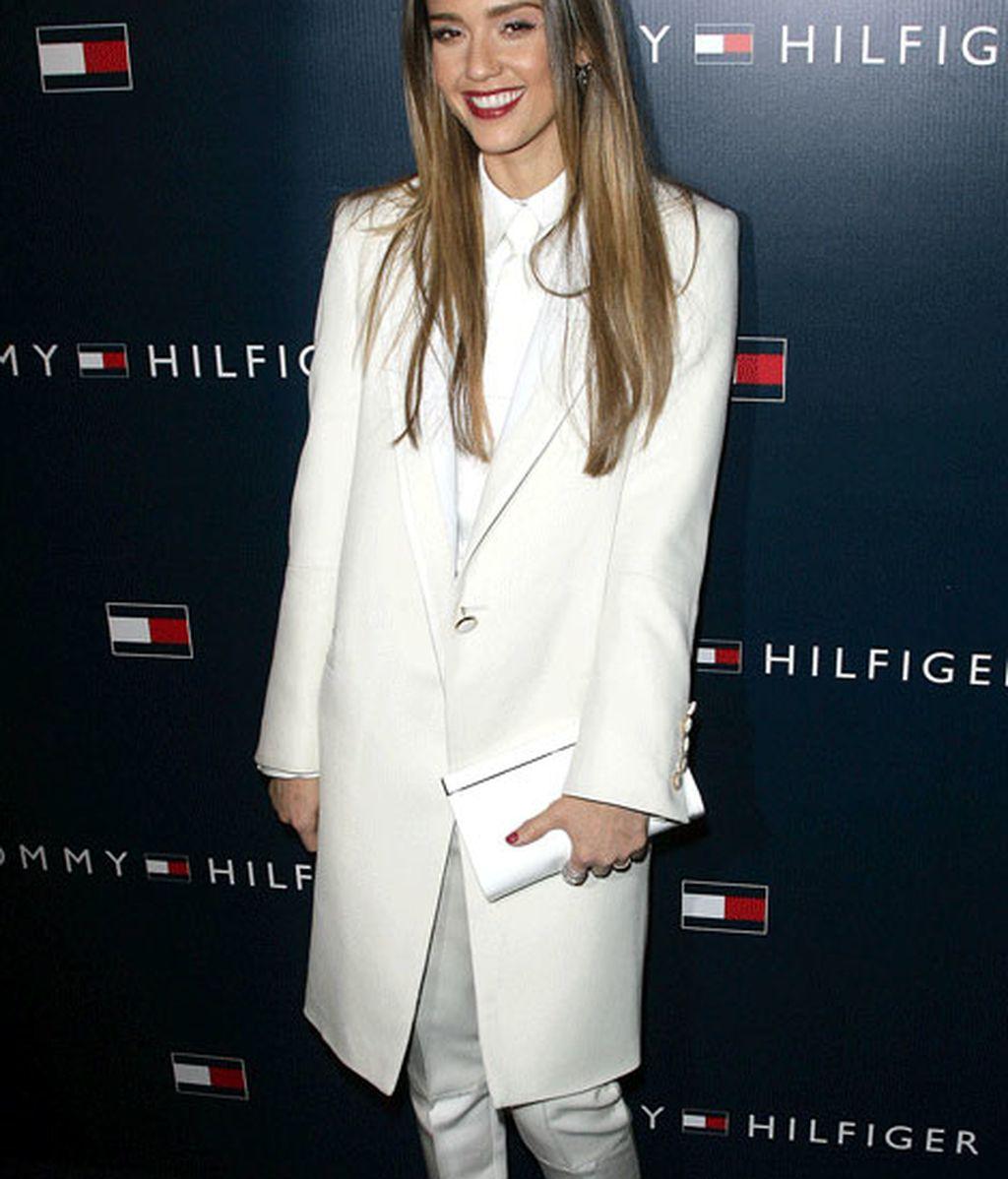 Jessica Alba, de blanco impoluto en la fiesta posterior al desfile de Tommy Hilfiger