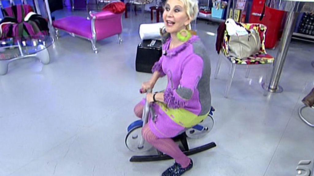 La periodista cambia la silla por la mini-bici