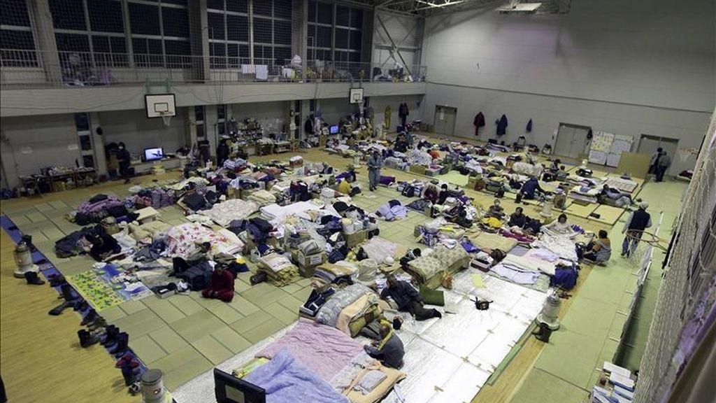 Vista general del interior de un gimnasio habilitado como albergue temporal para los damnificados por el devastador tsunami del pasado 11 de marzo, que impactó en el noreste de Japón, en la localidad de Otsuchi, prefectura de Iwate. EFE