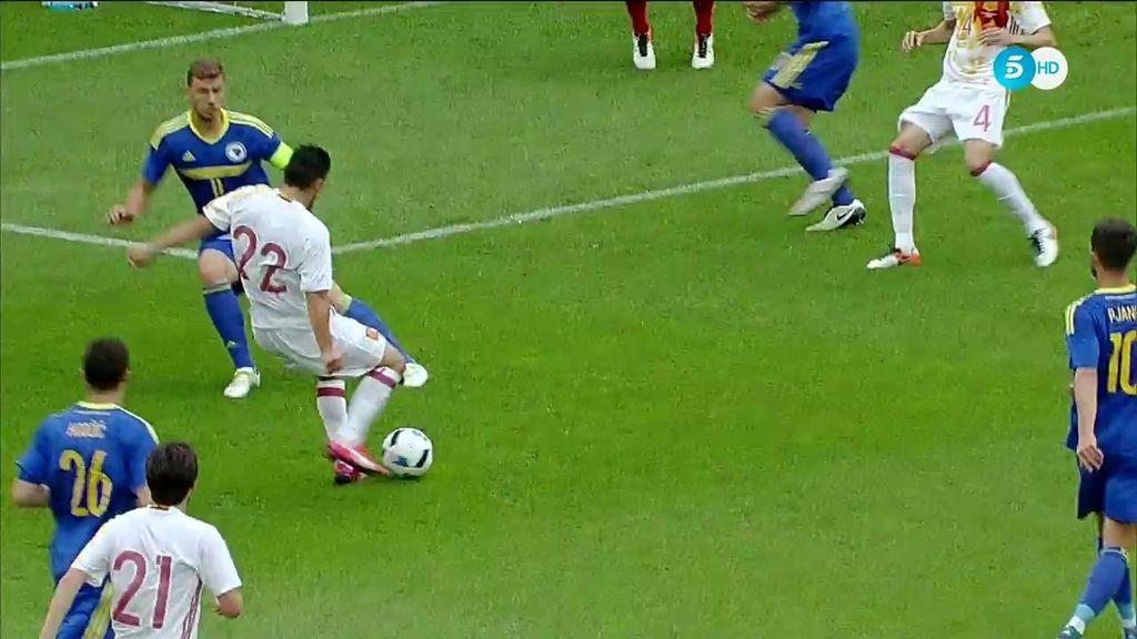 ¡Gol de España! Nolito la metió por toda la escuadra tras un pase de Fábregas