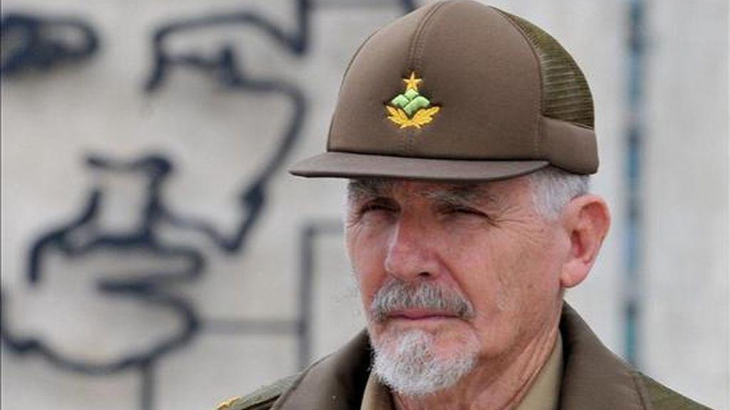 Fotografía de enero de 2010 en la que se registró al comandante Ramiro Valdés Menéndez, quien fue liberado de su cargo como ministro de la Informática y las Comunicaciones en Cuba y mantendrá el de vicepresidente del Gobierno. EFE/Archivo