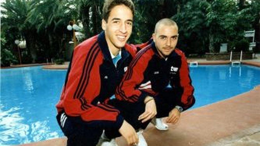 Raúl y De la Peña, con la sub-21. Foto: MARCA