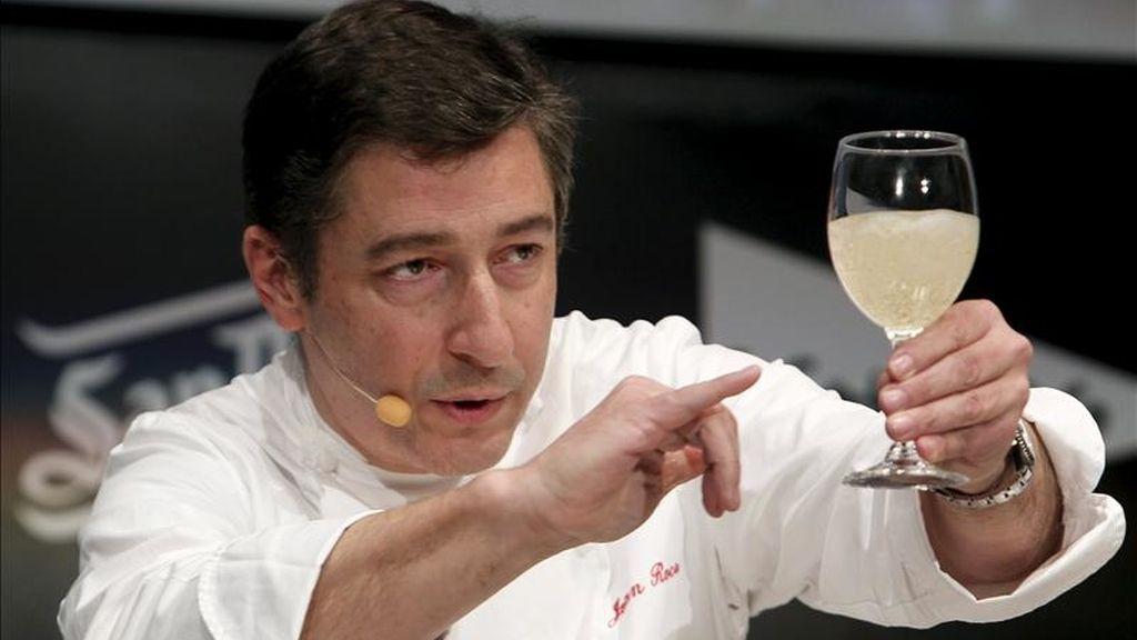 El cocinero Jordi Roca, de El Celler de Can Roca, en una demostración durante la última jornada de la IX edición de la cumbre gastronómica internacional Madrid Fusión. EFE/Archivo